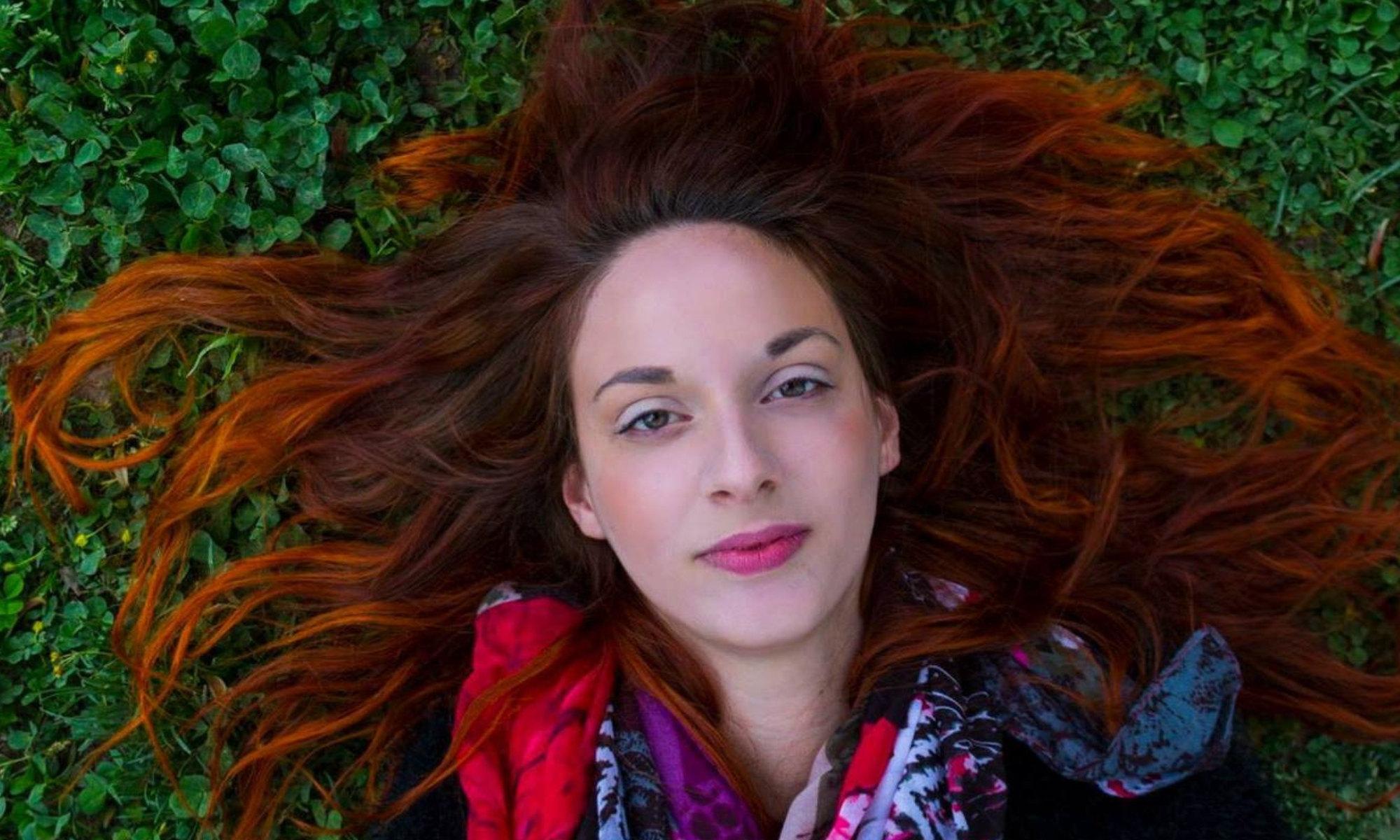 Francesca Ciacciarelli - Scrittrice. Leggo e scrivo e interpreto per squarciare il velo confortante ma involutivo delle illusioni, per liberare da quel che non serve e solo appesantisce, per irradiare amore nella sua forma più pura.