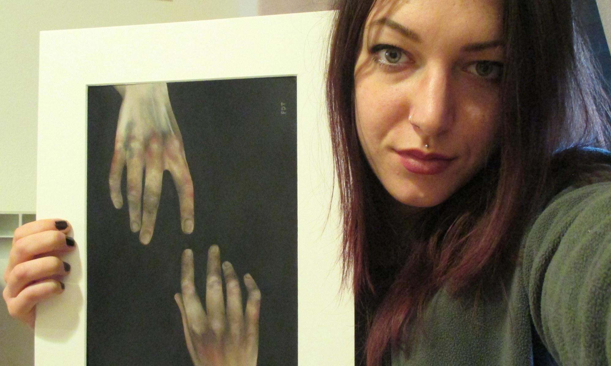 """Francesca Dei Turbe - Pittrice """"L'arte è il mio strumento per aprire le porte dell'ignoto che mi disturba. Attraverso il disegno, le sfumature, la polvere, rendo comprensibili gli stati d'animo, mi lascio andare, mi sento libera."""""""