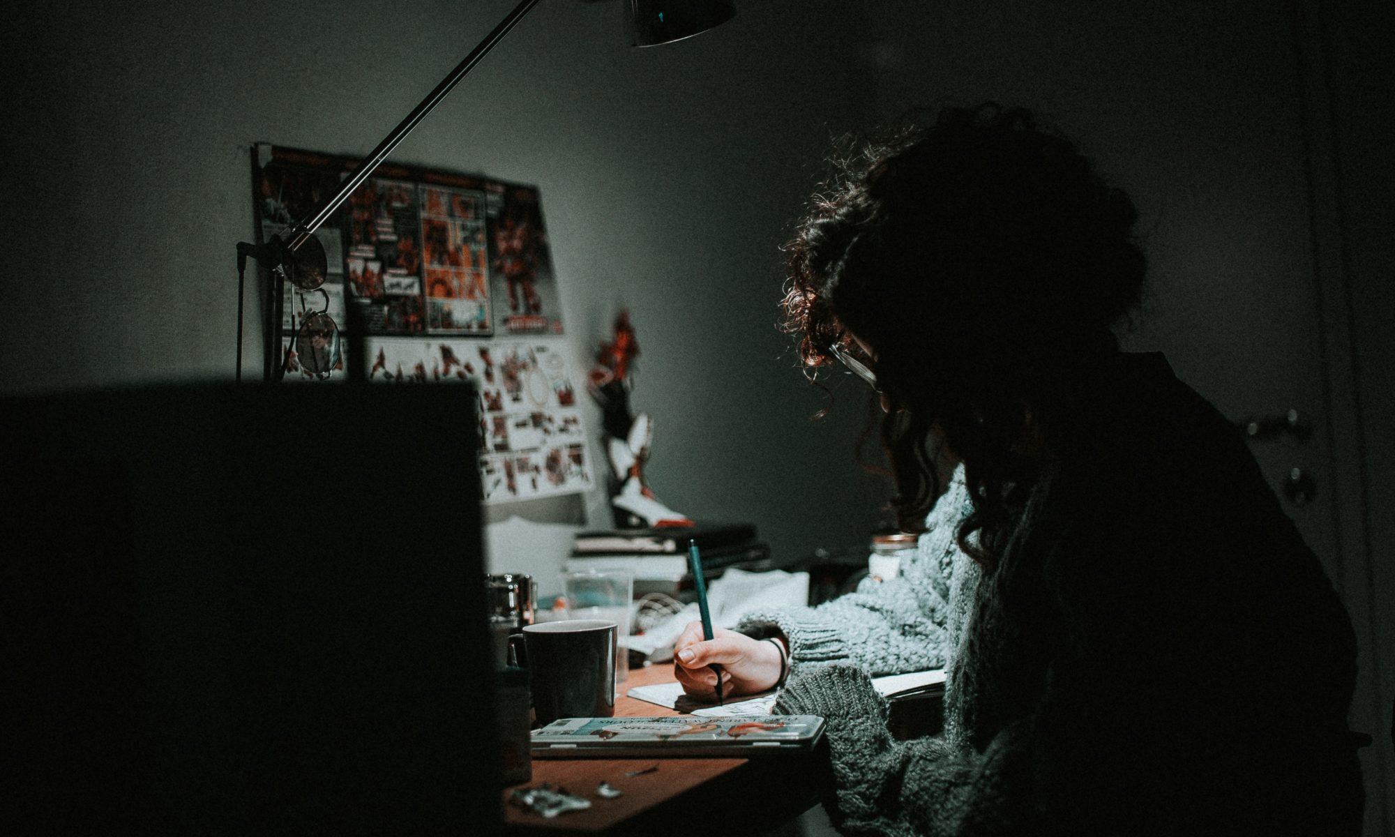 Artista nello studio. Foto di daniel chekalov